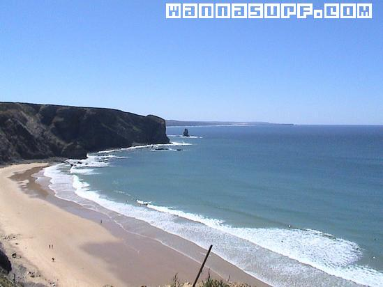 http://www.wannasurf.com/spot/Europe/Portugal/Algarve/arrifana/photo/photo_surf_Portugal_South_arrifana_431e9864119b8.jpg