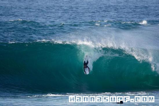 http://www.wannasurf.com/spot/Europe/Portugal/Central_Ericeira/cave/photo/photo_surf_Portugal_Central_Ericeira_cave_44cfad9b71920.jpg